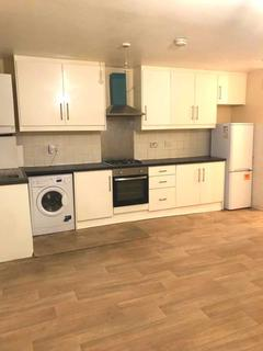 3 bedroom semi-detached house to rent - Lansbury Drive, Hayes