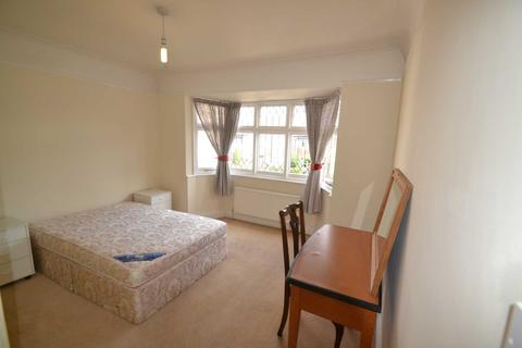 3 bedroom semi-detached house to rent - Ramillies Road, Chiswick
