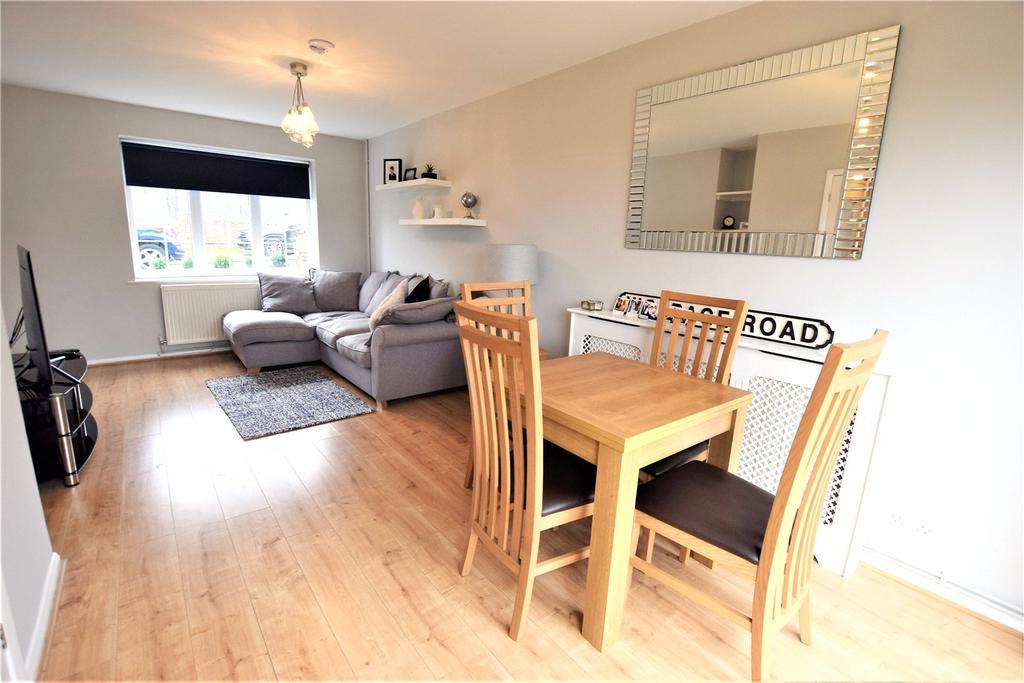 3 Bedrooms Terraced House for sale in Chambersbury Lane, Hemel Hempstead, Hertfordshire, HP3