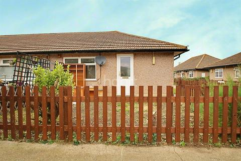 2 bedroom bungalow for sale - Minster