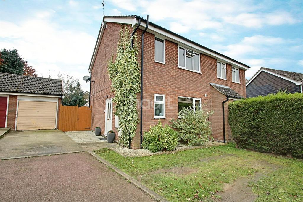 3 Bedrooms Semi Detached House for sale in Raedwald Drive
