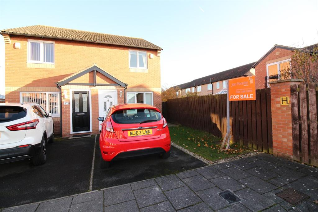 2 Bedrooms Semi Detached House for sale in Shirlaw Close, Newbiggin Hall, Newcastle Upon Tyne