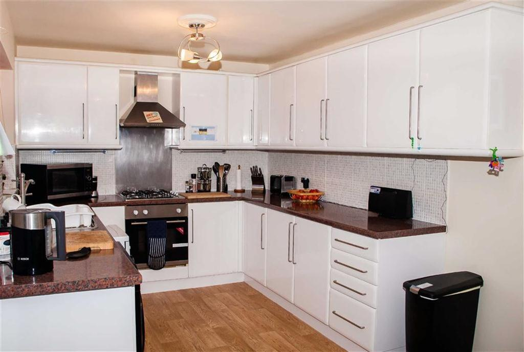 2 Bedrooms End Of Terrace House for sale in Devizes Close, Grangewood, Chesterfield, S40