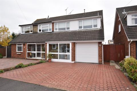 4 bedroom semi-detached house for sale - Windsor Way, Rayleigh