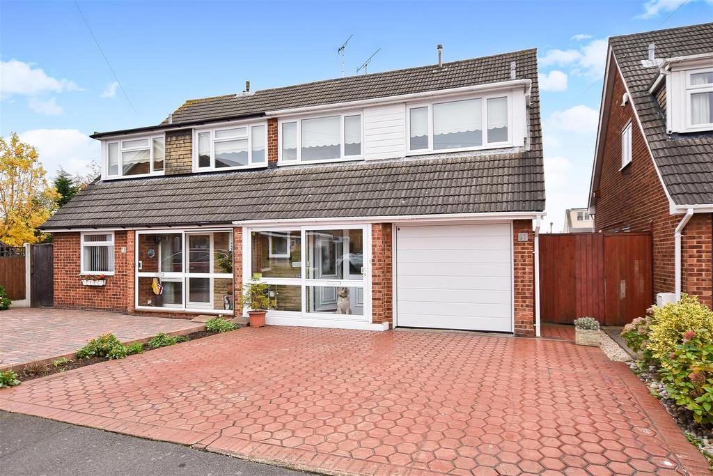 4 Bedrooms Semi Detached House for sale in Windsor Way, Rayleigh