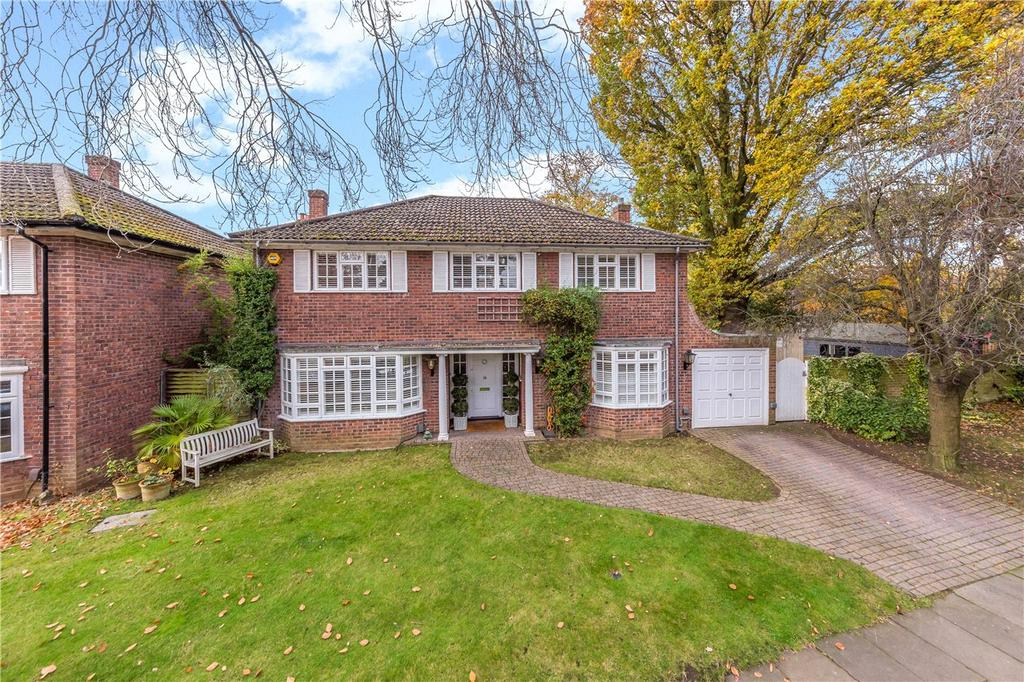 4 Bedrooms Detached House for sale in Sunderland Avenue, St. Albans, Hertfordshire