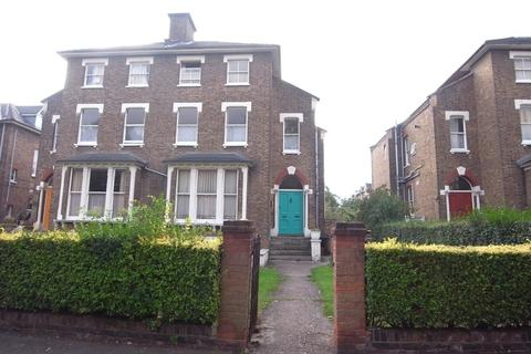 Studio to rent - Christ Church Road, Surbiton, KT5 8JJ