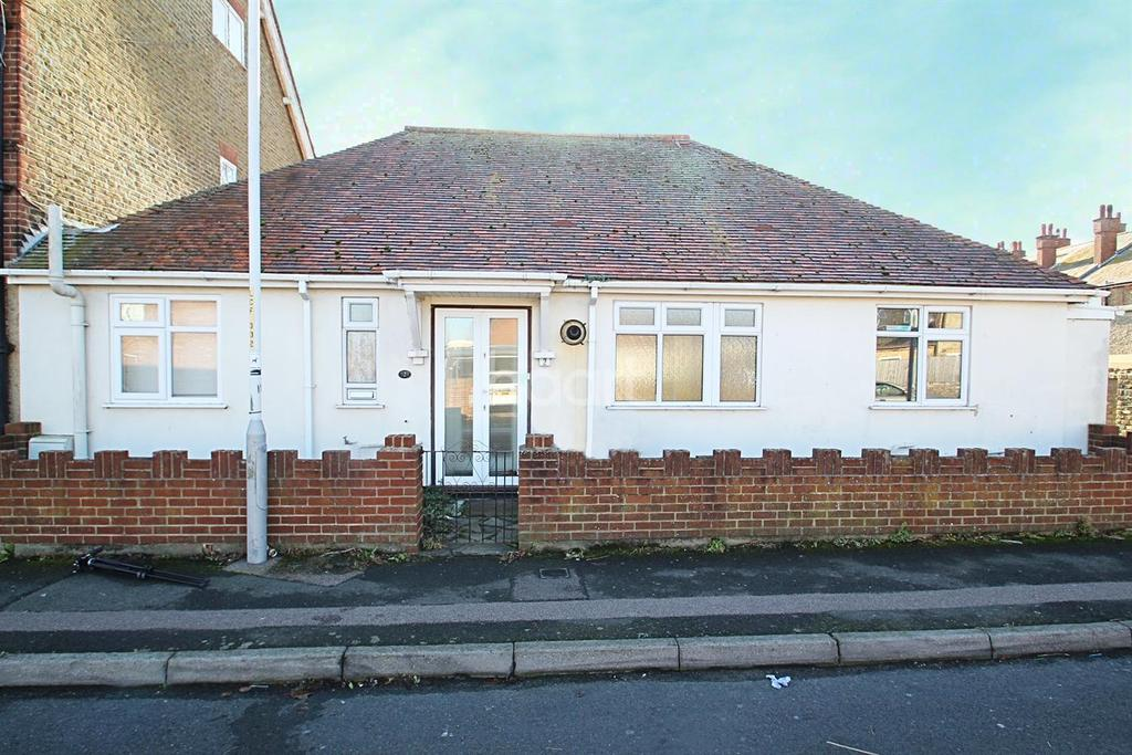 2 Bedrooms Bungalow for sale in Lymington Road, Westgate on Sea, CT8