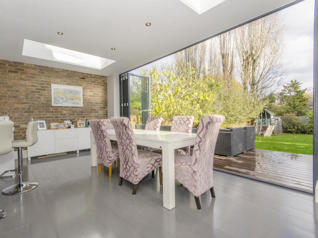 4 Bedrooms Semi Detached House for sale in Church Vale, N2