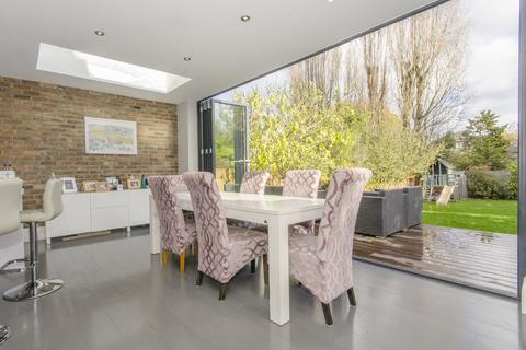 4 bedroom semi-detached house for sale - Church Vale, N2