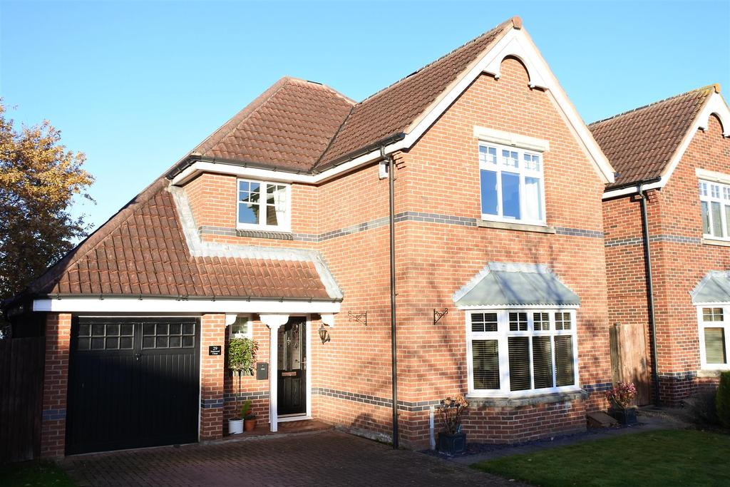 4 Bedrooms Detached House for sale in Harewood Chase, Romanby, Northallerton