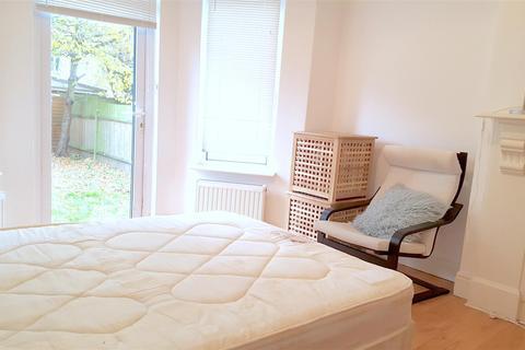Studio to rent - Riffel Road, Willesden Green