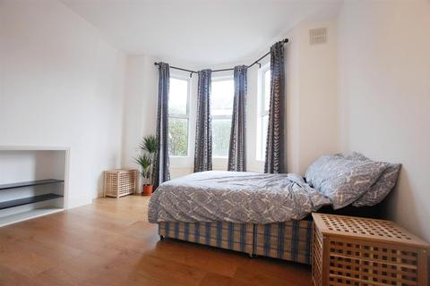 Studio to rent - Fawley Road, West Hampstead, London
