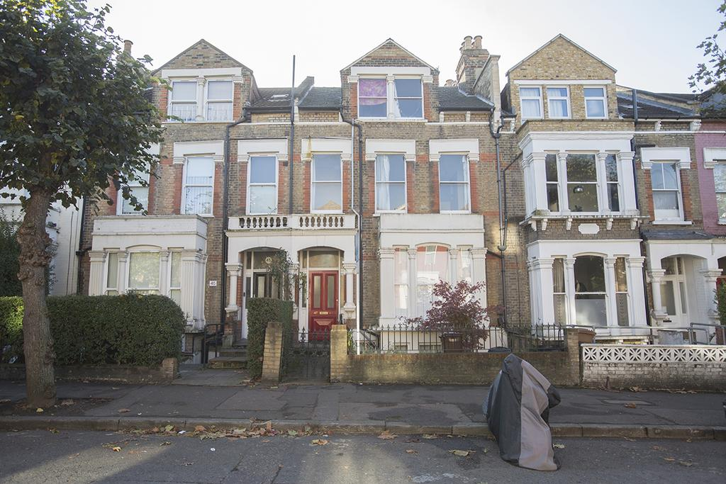 3 Bedrooms Flat for sale in Dunsmure Road, London N16