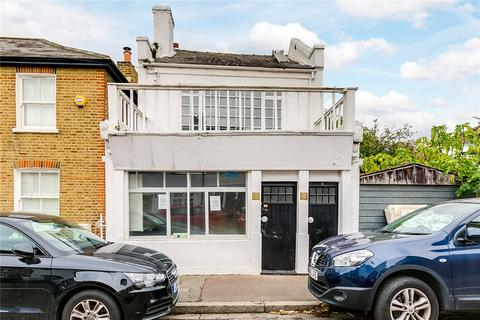 3 bedroom detached house for sale - Queens Road, London