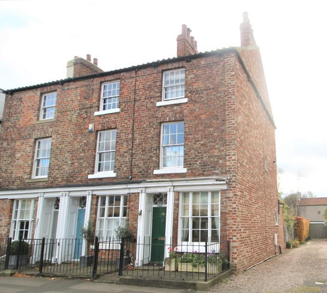 3 Bedrooms Town House for sale in HIGH STREET, BOSTON SPA, WETHERBY, LS23 6EA