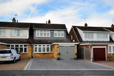 3 bedroom semi-detached house for sale - Ulting Way, Wickford