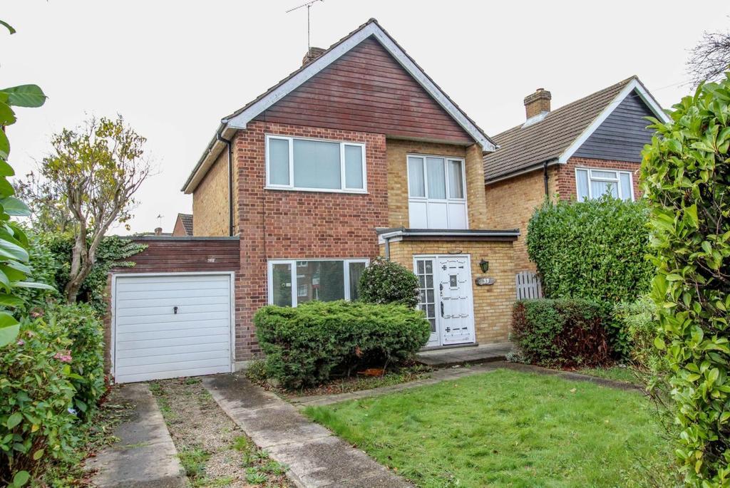 3 Bedrooms Detached House for sale in Doddinghurst Road, Brentwood, Essex, CM15