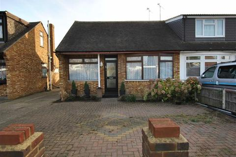 2 bedroom semi-detached bungalow for sale - Mansted Gardens, Rochford, Essex