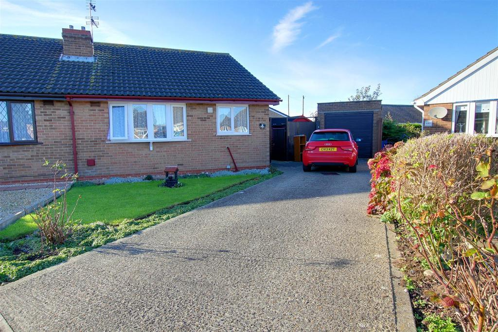 2 Bedrooms Semi Detached Bungalow for sale in 4 Eagle Close, Mablethorpe