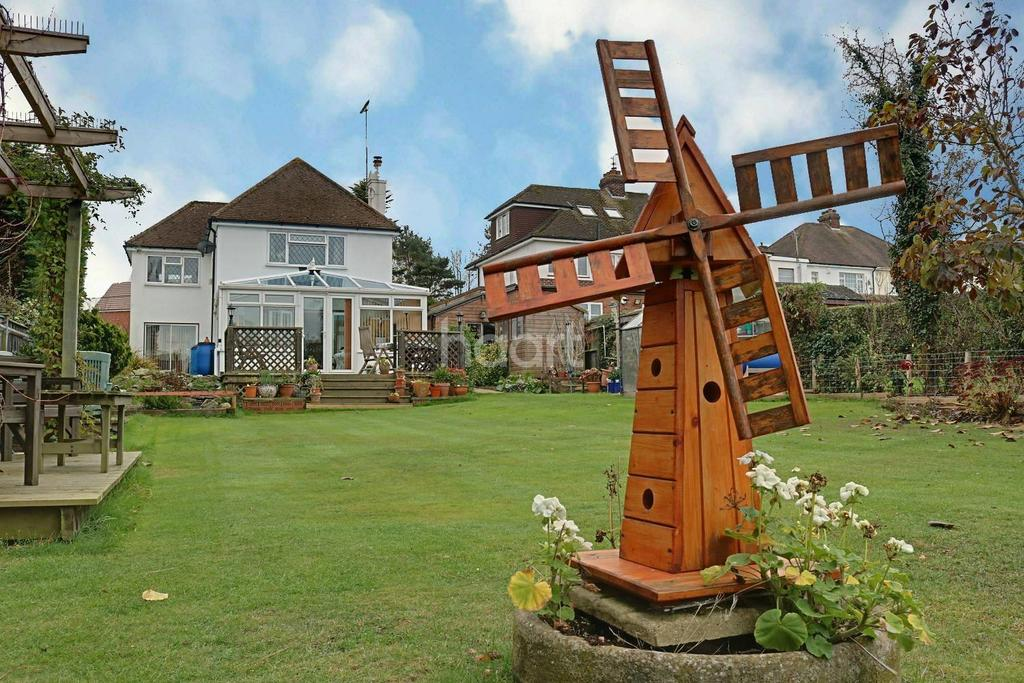 3 Bedrooms Detached House for sale in Brompton Farm Road, Strood, Rochester, ME2