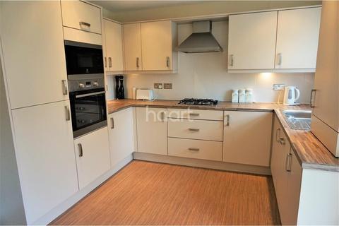 2 bedroom flat to rent - Highwood Close
