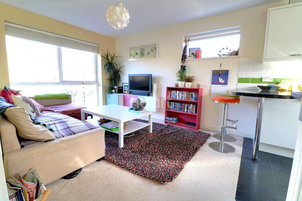1 Bedroom Flat for sale in Alderfield, Petersfield