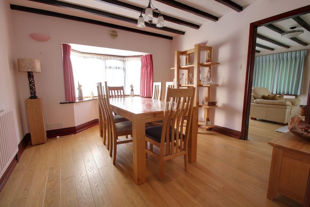 3 Bedrooms Bungalow for sale in Millfield Road, Metheringham