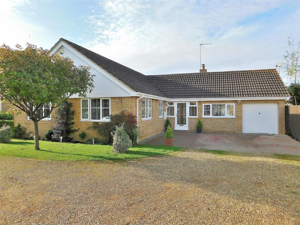 3 Bedrooms Detached Bungalow for sale in Perkin Field, Terrington St. Clement, King's Lynn