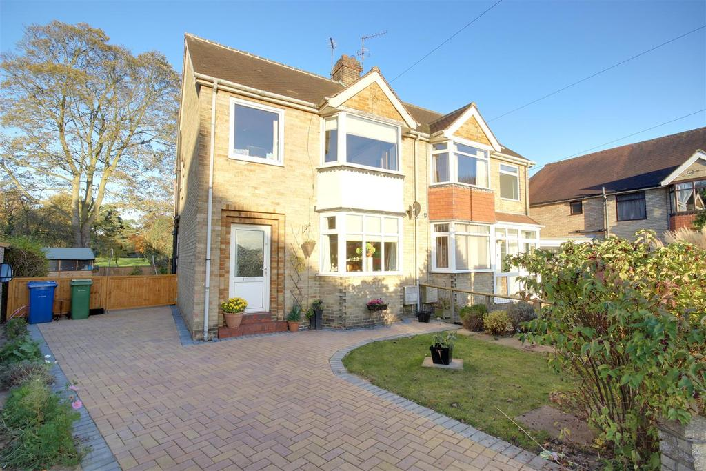 3 Bedrooms Semi Detached House for sale in Atkinson Drive, Brough