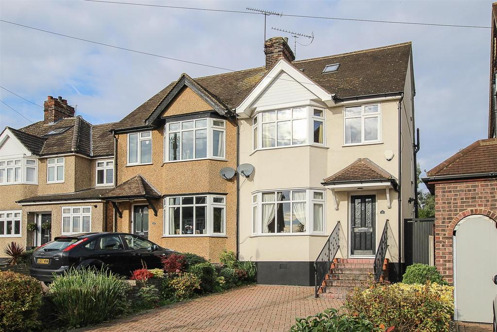 4 Bedrooms Semi Detached House for sale in Ashford Avenue, Brentwood