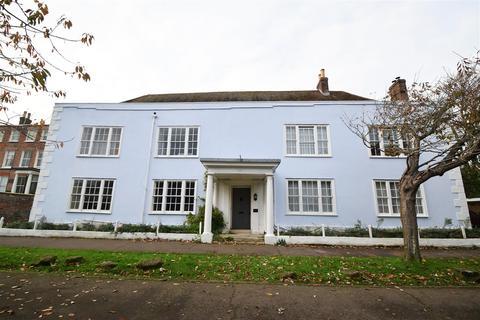 2 bedroom flat to rent - High Street, Hastings