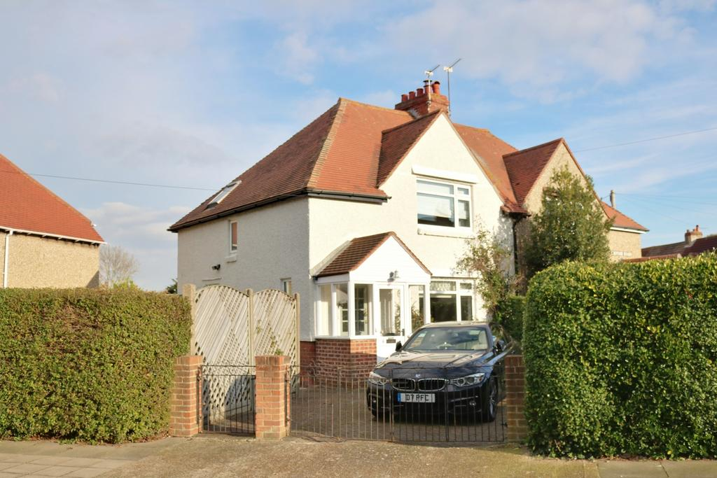 3 Bedrooms Semi Detached House for sale in Minstead Road, Southsea