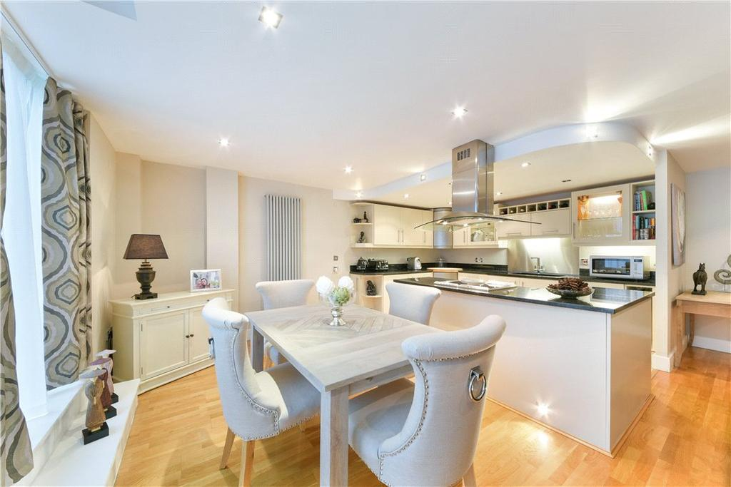 2 Bedrooms Flat for sale in Millharbour, Isle Of Dogs, London, E14