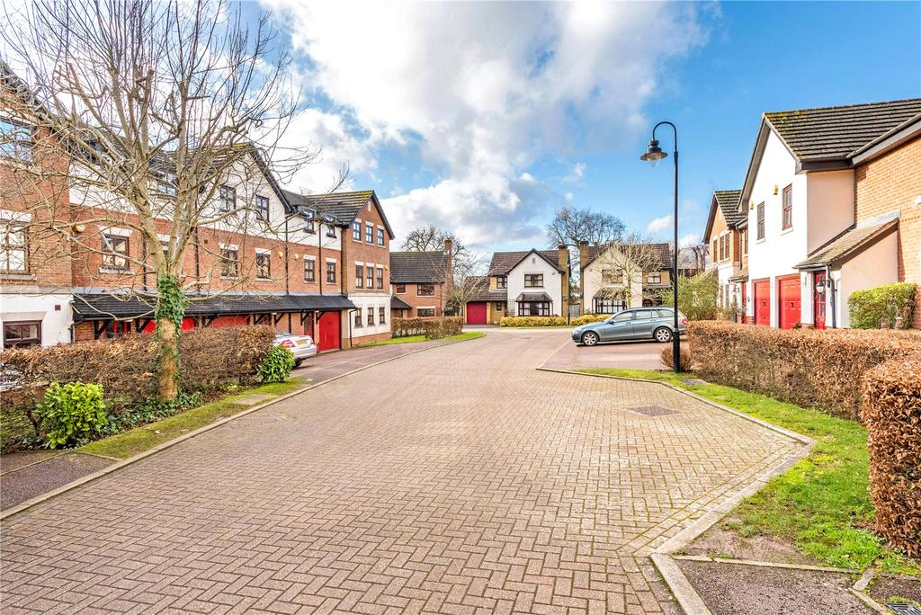 3 Bedrooms Terraced House for sale in Howard Place, Reigate Hill, Reigate, Surrey, RH2