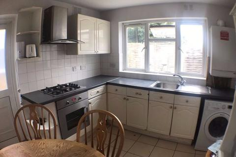 2 bedroom flat to rent - Katherine Road, London E7