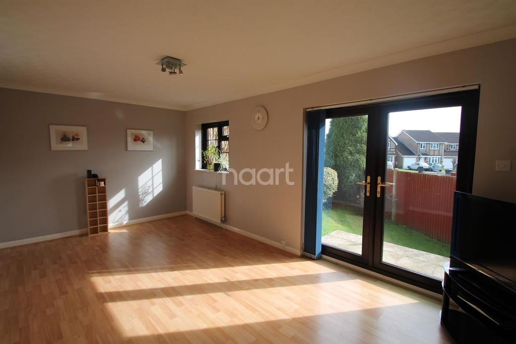 3 Bedrooms Semi Detached House for sale in Ramsey Court.