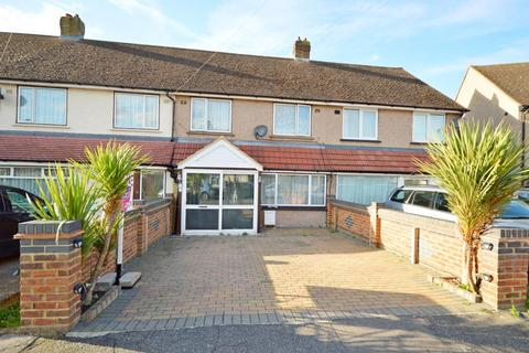 4 bedroom terraced house for sale - St. Andrews Avenue, Hornchurch, Essex, RM12