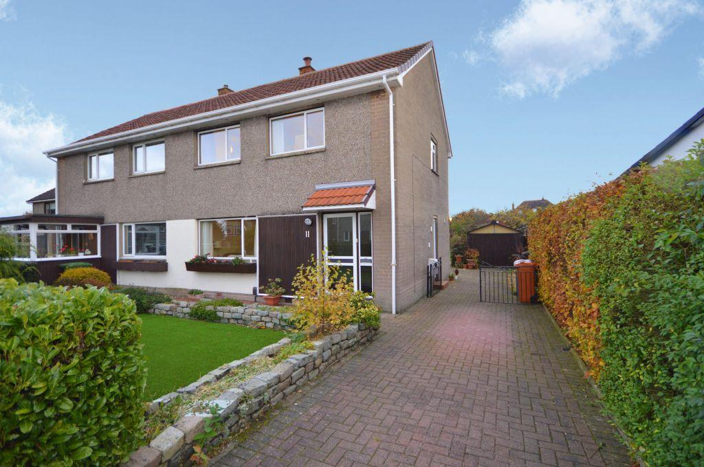 3 Bedrooms Villa House for sale in 11 Westermains Avenue, Kirkintilloch, Glasgow, G66 1EG