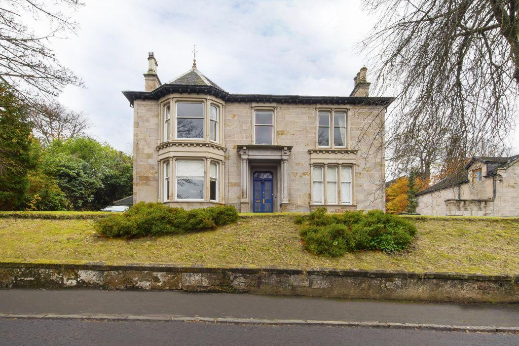 4 Bedrooms Apartment Flat for sale in Flat 2, 5 Lower Bourtree Drive, Burnside, Glasgow, G73 4RG