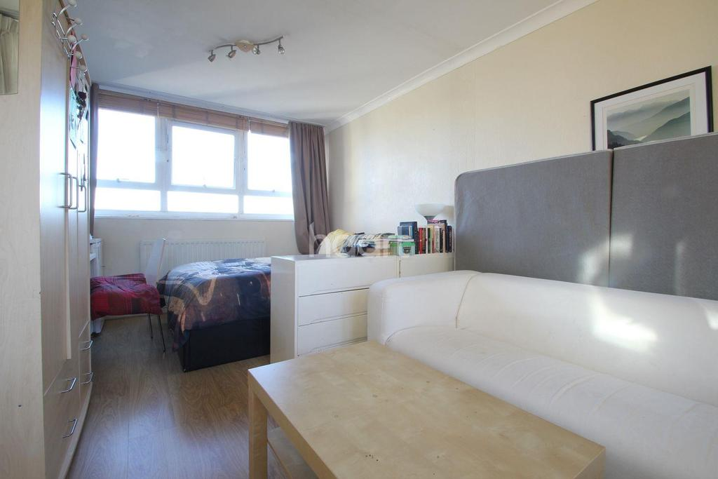 2 Bedrooms Flat for sale in Stapleford Close, Southfields