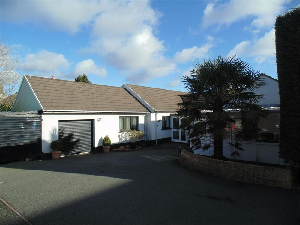 5 Bedrooms Detached Bungalow for sale in 1 Fairbush Close, Crundale, Haverfordwest, Pembrokeshire