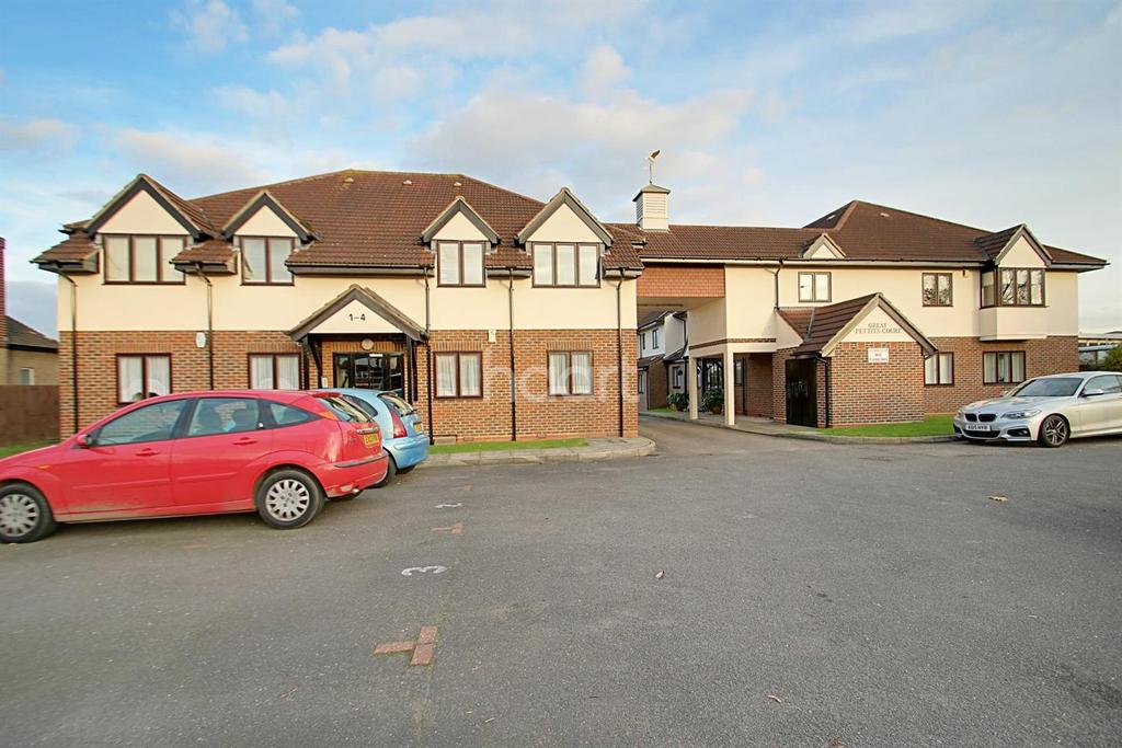 2 Bedrooms Flat for sale in Great Pettits Lane