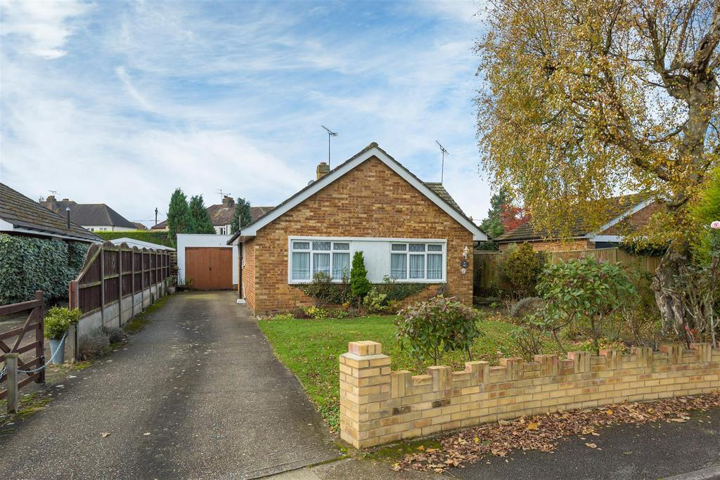 3 Bedrooms Detached Bungalow for sale in Beckings Way, Flackwell Heath