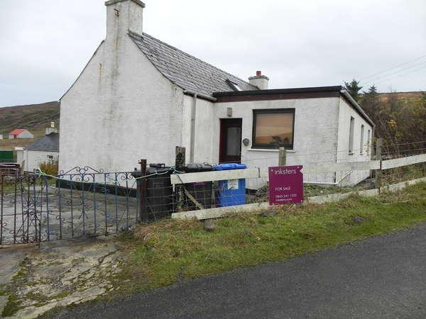3 Bedrooms Detached Bungalow for sale in 28 Garrygall, Isle of Barra, HS9 5UH