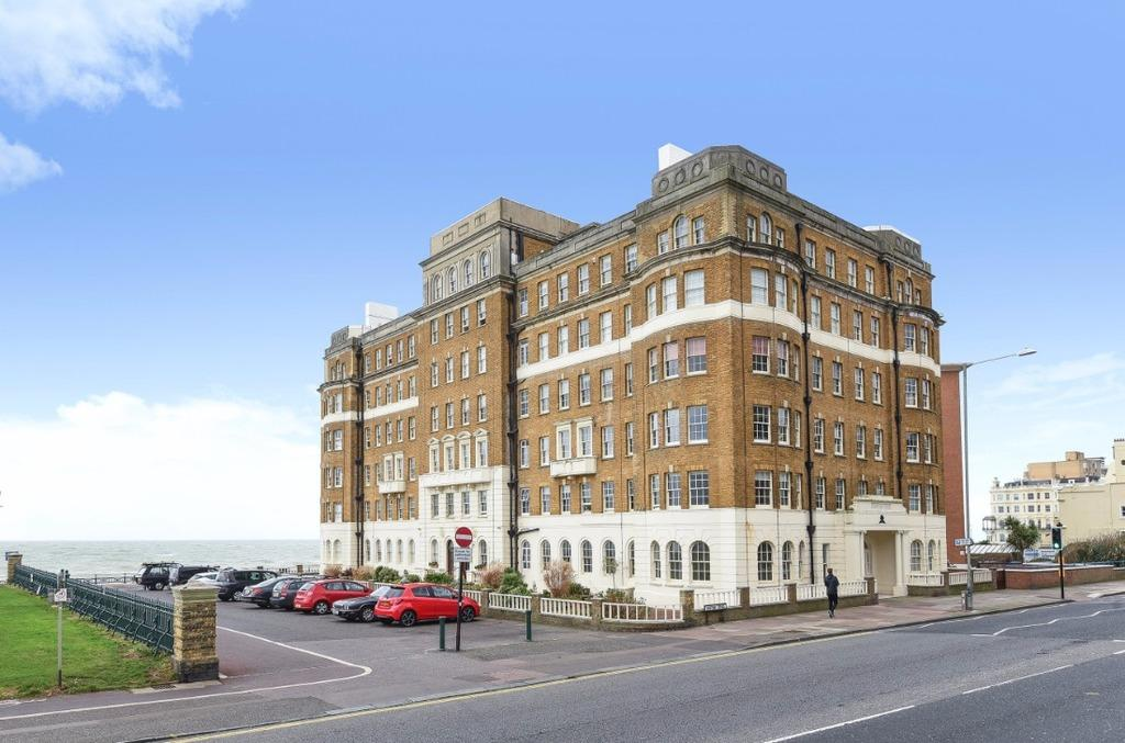 4 Bedrooms Flat for sale in Courtenay Terrace Hove East Sussex BN3
