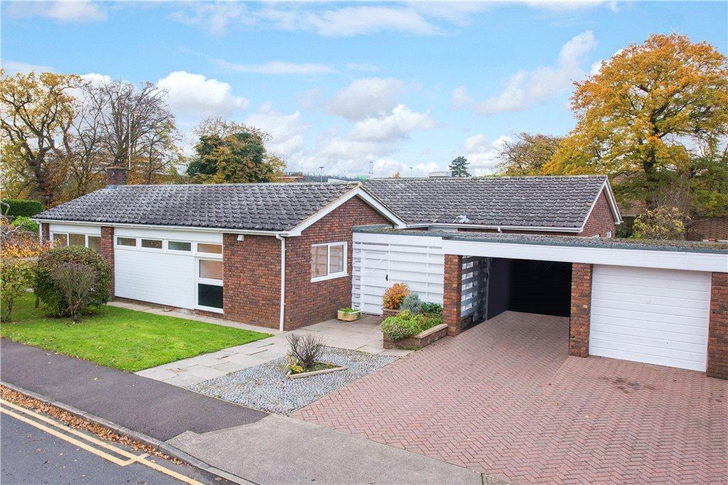 5 Bedrooms Detached Bungalow for sale in Whitney Drive, Old Stevenage, Hertfordshire