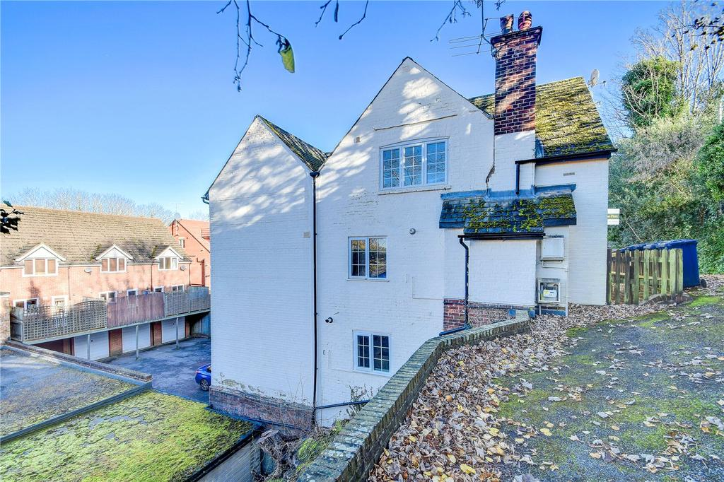 2 Bedrooms Flat for sale in Longdene Road, Haslemere, Surrey
