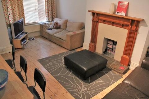 4 bedroom terraced house to rent - Knowle Terrace, Leeds, LS4 2PA