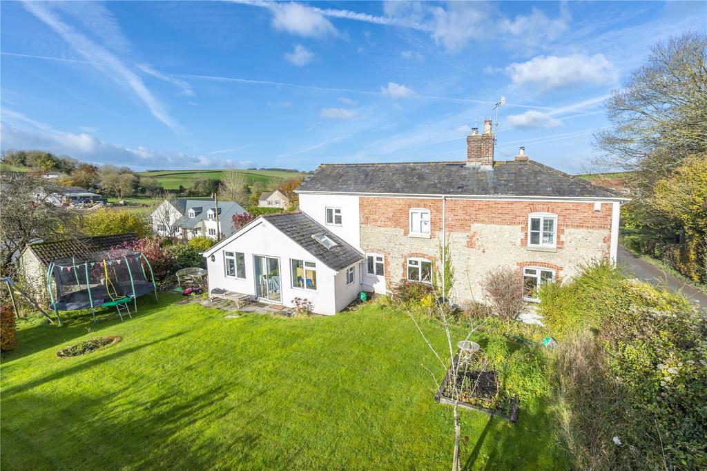 4 Bedrooms Detached House for sale in Nr Piddletrenthide, Dorset